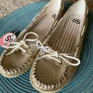 SO Shoes - ⛵️ NWT Gold Boat Shoes
